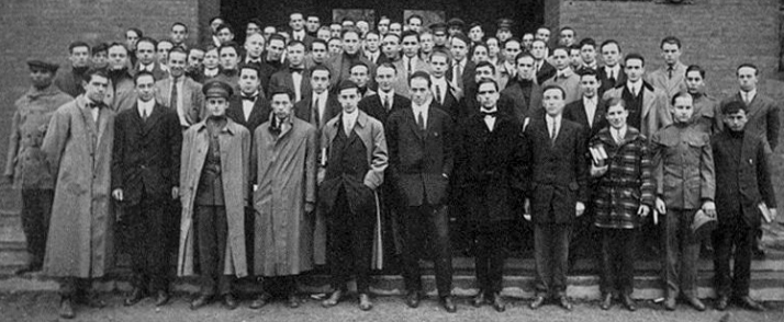 1916 Harvard class photo. Albizu Campos appears on the extreme left